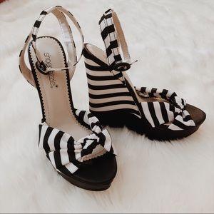 Black & White Striped Wedges 🖤
